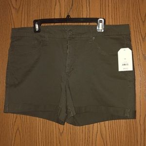 Pants - Green Khaki Shorts
